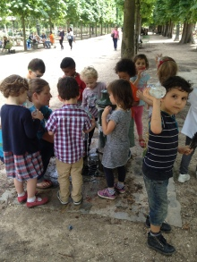 French children in the gardens