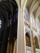 I mistakeningly believed that many old, gothic cathedrals were made to be dark...but that's just years of history, dust and weathering. In this photo you can see the difference between the restored stone and the yet-to-be restored stone. How beautiful, right?
